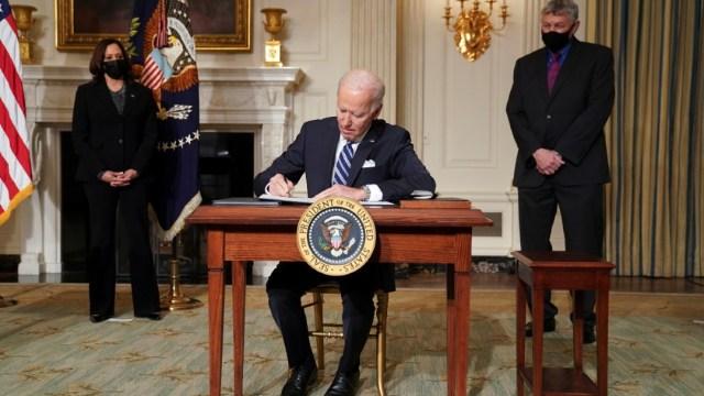 Biden-suspende-todas-las-ventas-de-armas-iniciadas-por-Trump