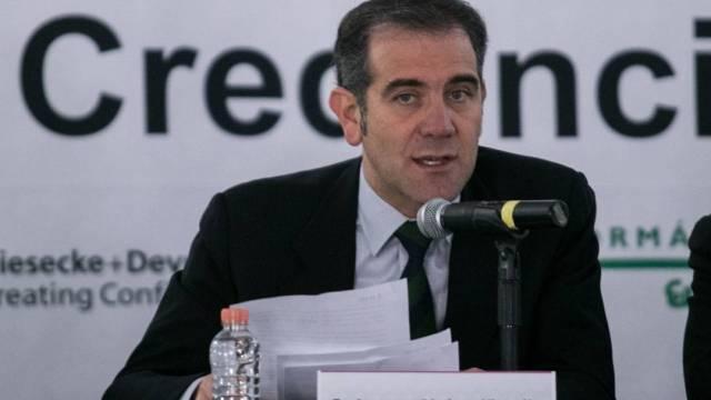 El consejero presidente del INE, Lorenzo Córdova, dice que el llamado a suspender las mañaneras es congruente con la Constitución