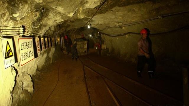 Socorristas detectan señales de vida de mineros atrapados hace una semana en China