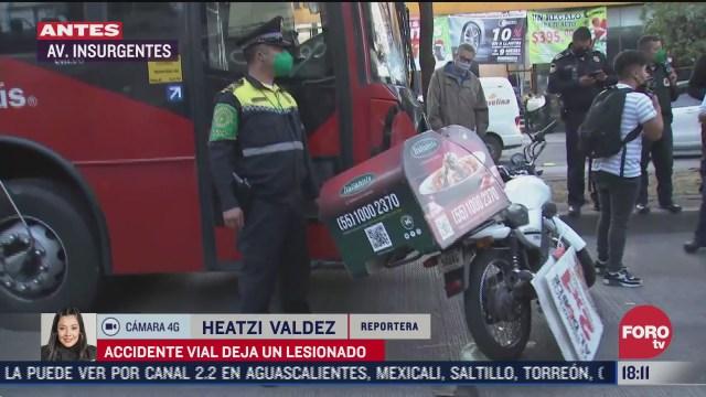 motociclista se estrella con unidad del metrobus