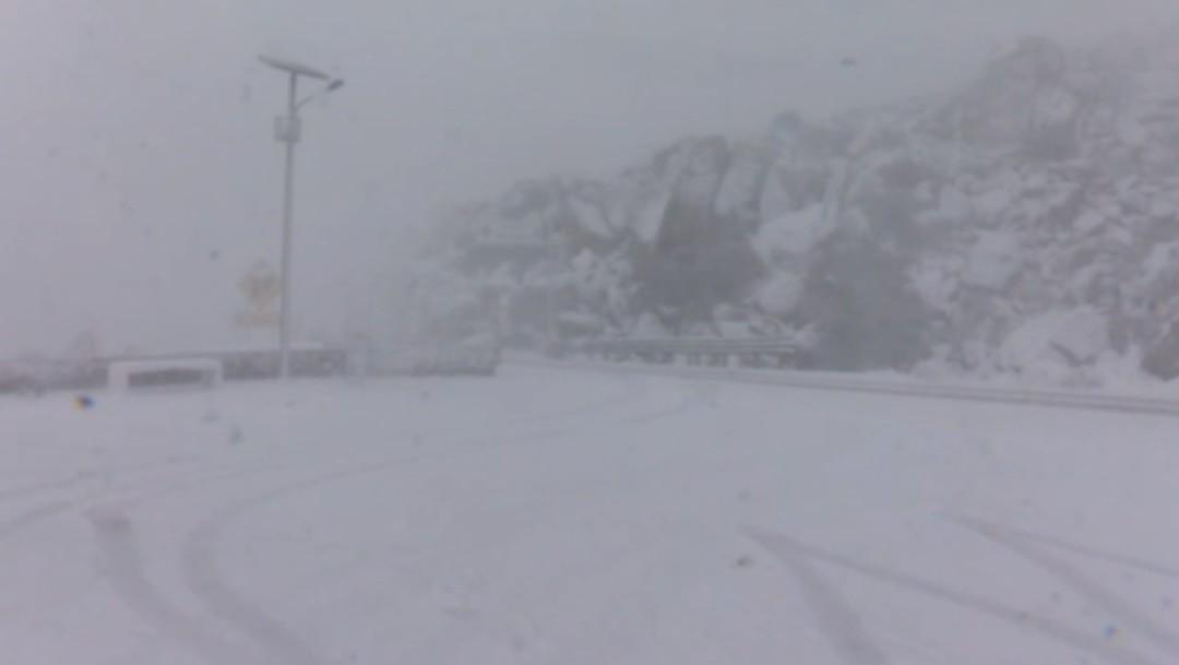 Nevada en Baja California cubre de blanco La Rumorosa