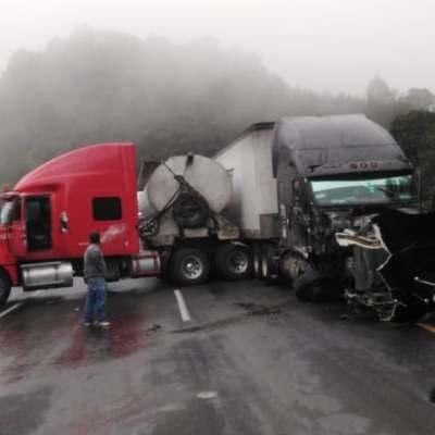 Niebla y lluvia provocan accidentes carreteros en Puebla
