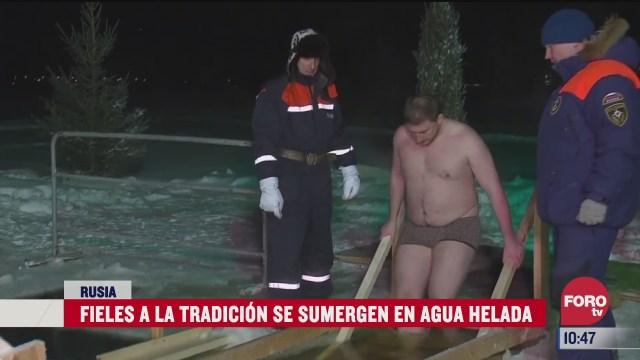putin se sumerge en agua helada para celebrar la epifania ortodoxa