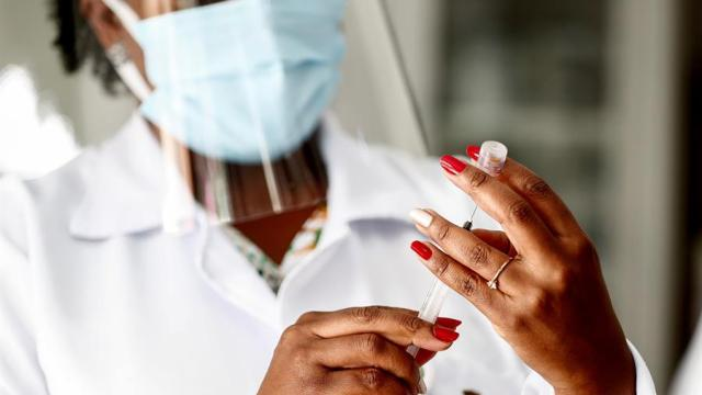 AstraZeneca-no-cumplirá-volúmenes-acordados-de-vacuna-COVID