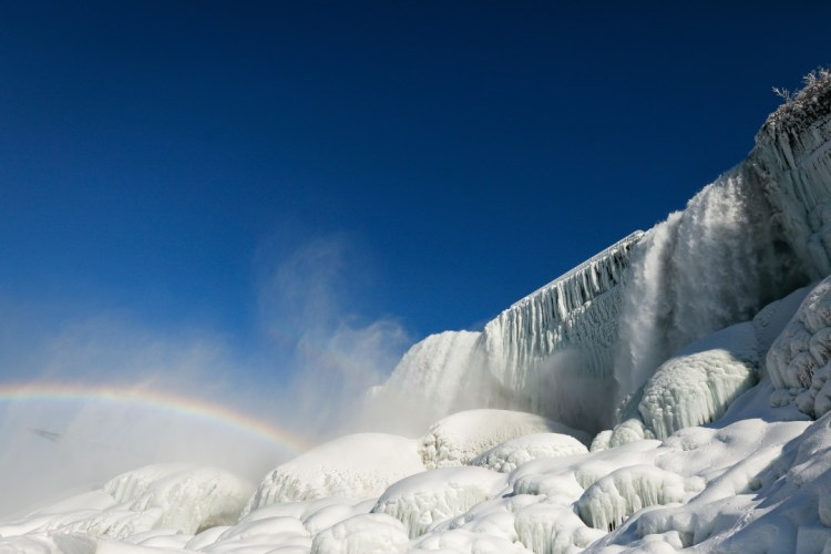 Las cataratas del Niágara amanecieron congeladas: Fotos. (Imagen: Reuters)
