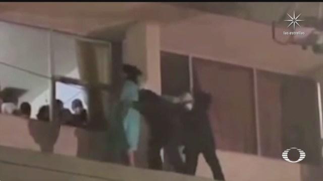 bomberos de saltillo rescatan a mujer que amenazaba con lanzarse de hospital
