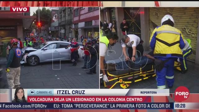 choque vehicular provoca volcadura en calles del centro historico