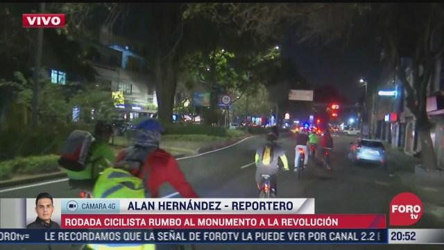ciclistas realizan rodada rumbo al monumento a la revolucion