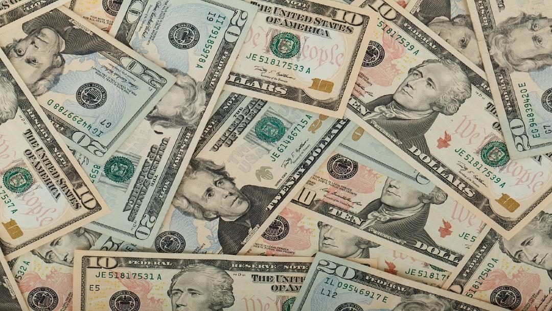 Dólar cierra a 20.47 con un peso impactado por interrupción en suministro de gas natural
