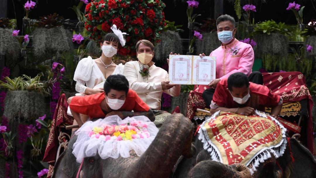 Parejas en Tailandia se casaron mientras montaban elefantes (Reuters)