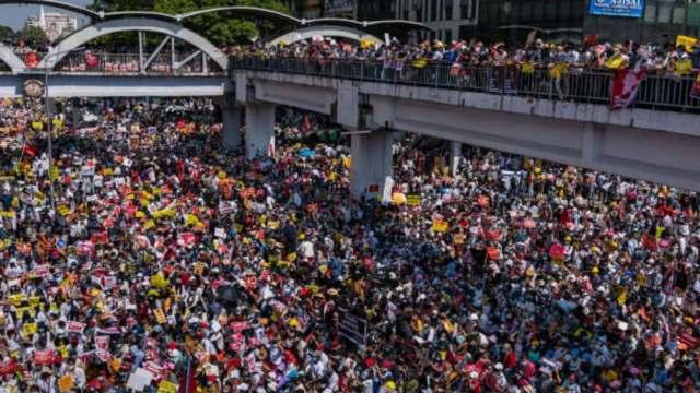 """Junta militar de Myanmar advierte a manifestantes que """"habrá pérdidas de vidas"""" de continuar con las protestas"""