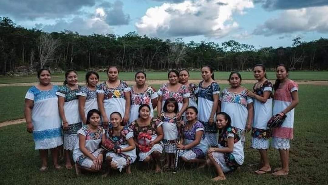 Mujeres mayas 'batean' al machismo; conoce la historia de 'Las Diablillas de Hondzonot'.