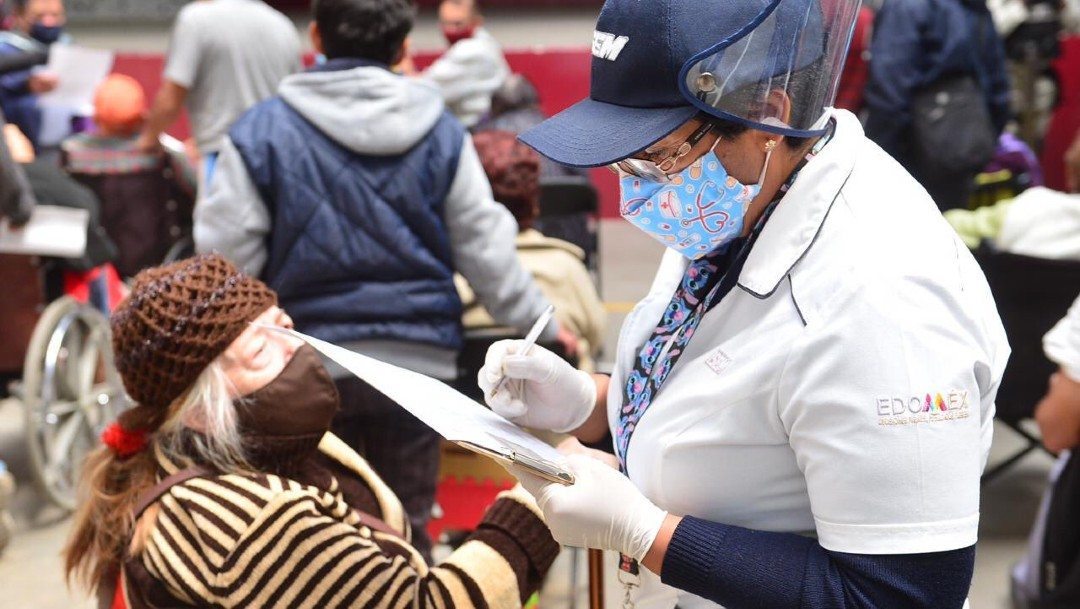 Segunda jornada de vacunación contra COVID en Ecatepec, caótica y desorganizada