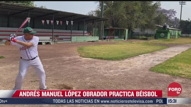 amlo comparte video practicando beisbol