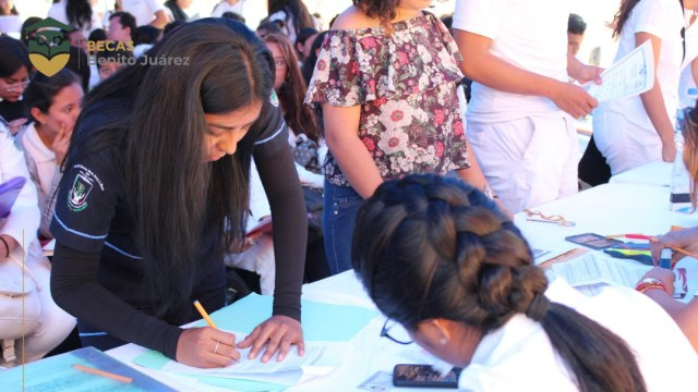 Cómo evitar contratiempos al cobrar la Beca Benito Juárez