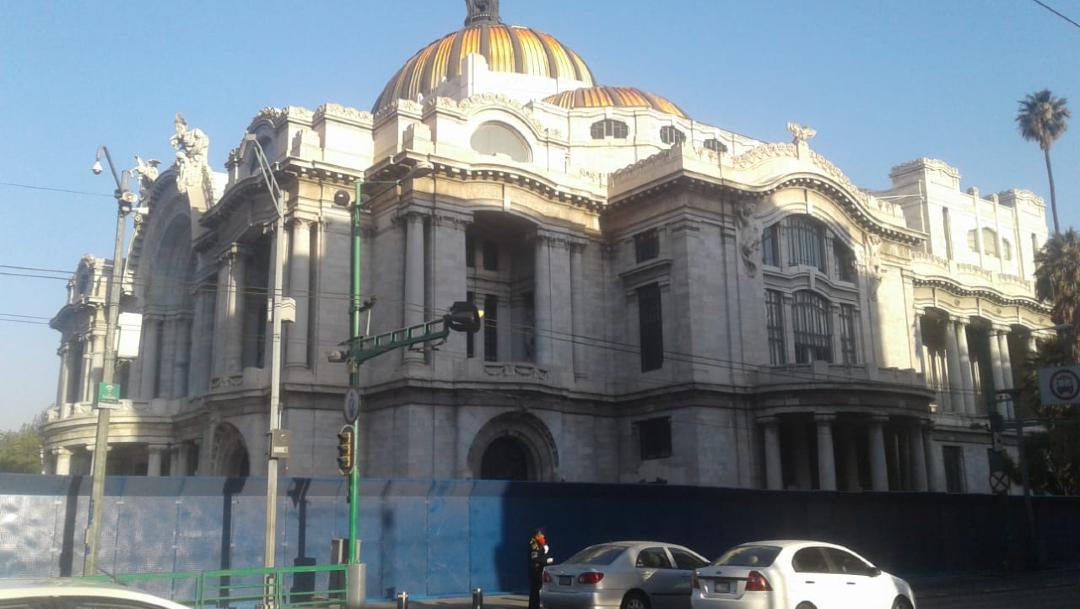 Colocan vallas metálicas en las inmediaciones del Palacio de Bellas Artes