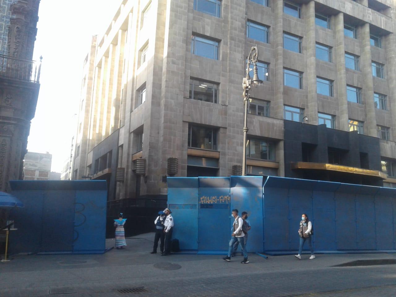 Colocan vallas metálicas en el Centro Histórico de CDMX