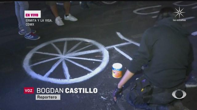 ciclistas rinden homenaje a ciclista muerta en ermita y la viga en cdmx