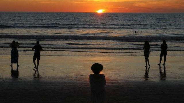 Turistas disfrutan de las playas de Puerto Vallarta (Cuartoscuro, archivo)