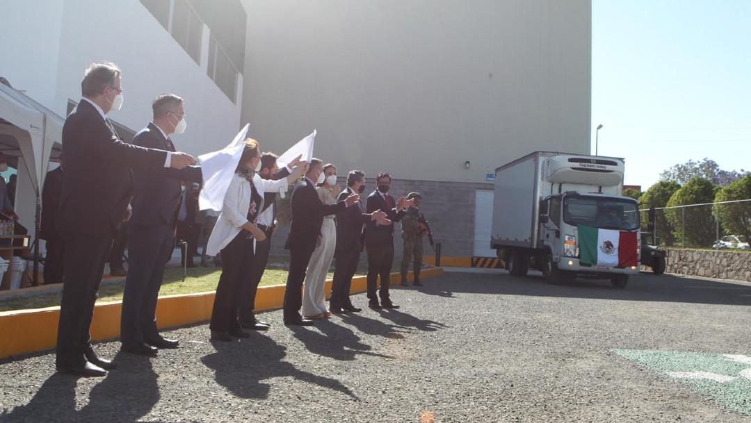Salen las primeras vacunas CanSino envasadas en México