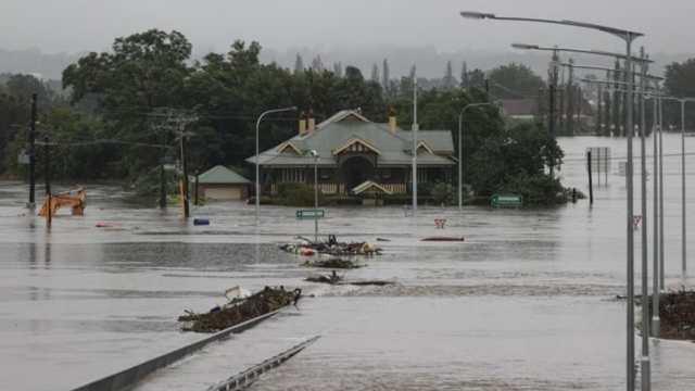 Inundaciones en Australia, las peores en décadas, amenazan con agravarse