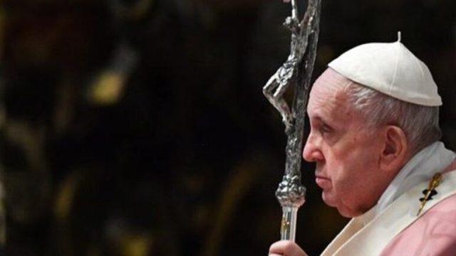 'Me arrodillo en las calles de Myanmar y pido cese la violencia', afirma el Papa