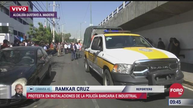miembros de la policia bancaria e industrial protestan en la alcaldia gustavo a madero