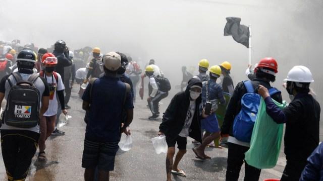 Nueva jornada de protestas en Birmania deja varios manifestantes muertos y heridos