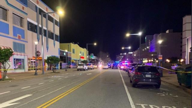 Autoridades investigan tiroteos en Virginia Beach, Estados Unidos (Twitter: @BrettHNews)