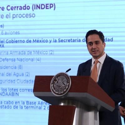 Andrés Manuel López Obrador (2d), presidente de México, y Jorge Mendoza Sánchez (1d), director de Banobras, encabezaron la conferencia mañanera