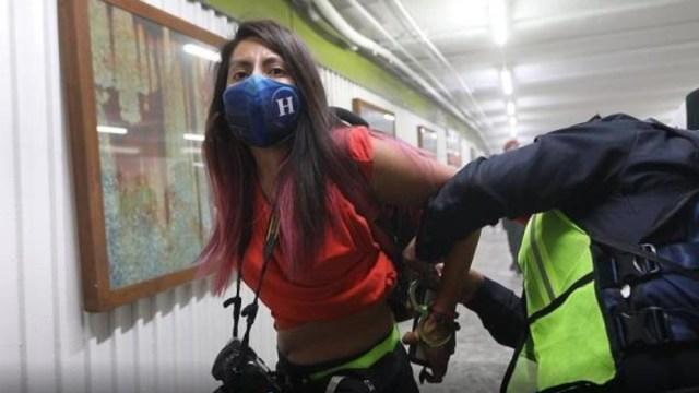 Una de las fotógrafas detenidas en el Metro Hidalgo
