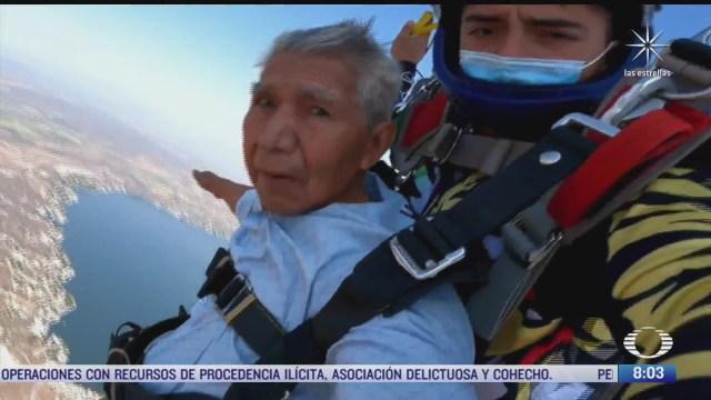 abuelito salta en paracaidas y cumple su sueno