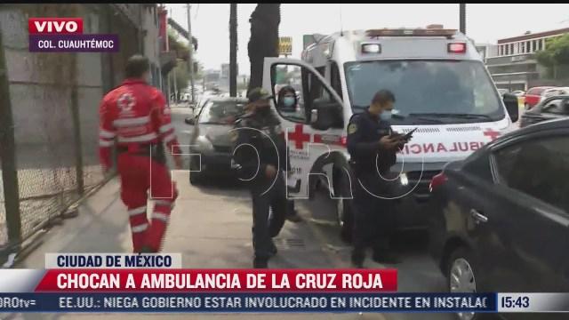ambulancia es impactada por vehiculo en la colonia peralvillo