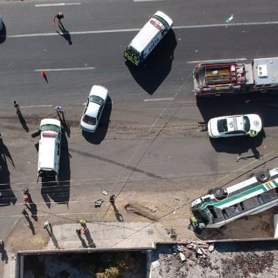 Aparatoso accidente deja 19 heridos y 3 muertos en Querétaro