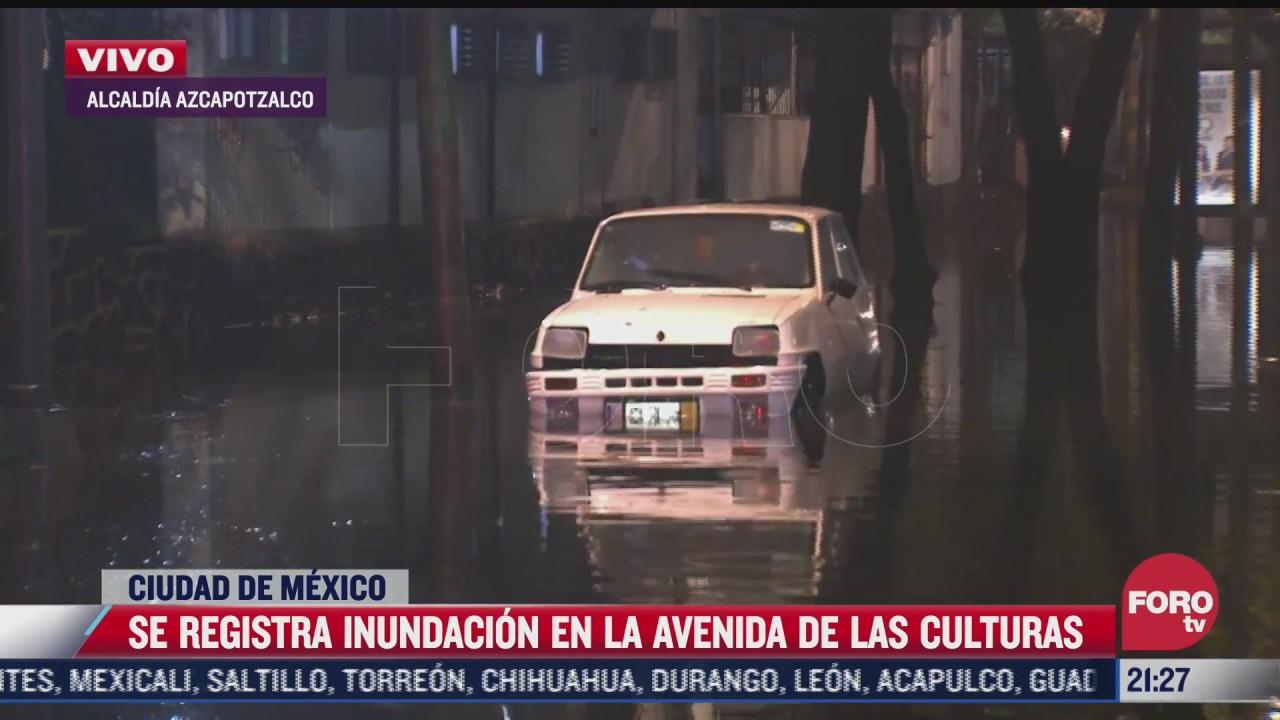 auto queda varado tras inundacion en la alcaldia azcapotzalco