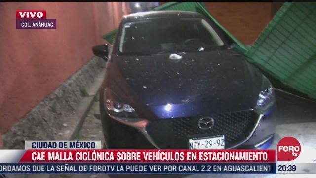 cae malla ciclonica sobre vehiculos en estacionamiento en la miguel hidalgo