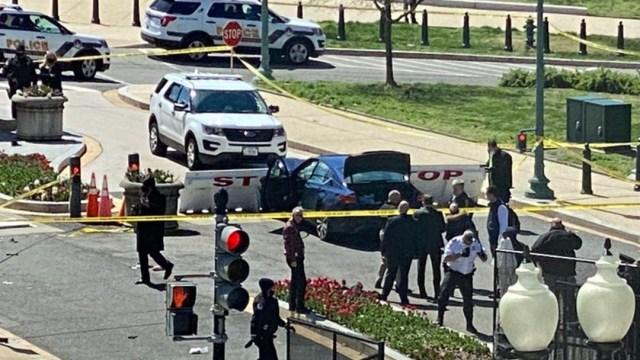 Un coche embistió este viernes una barricada de seguridad en el Capitolio de Estados Unidos
