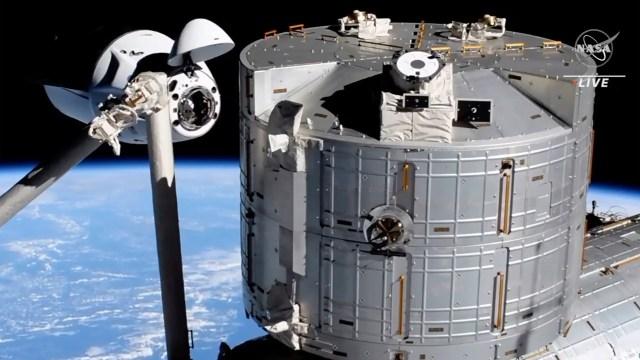 Cápsula Crew Dragon de SpaceX comienza a acoplarse a la Estación Espacial Internacional