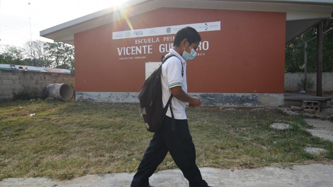Con tres alumnos por salón se llevó a cabo el regreso a clases en Campeche