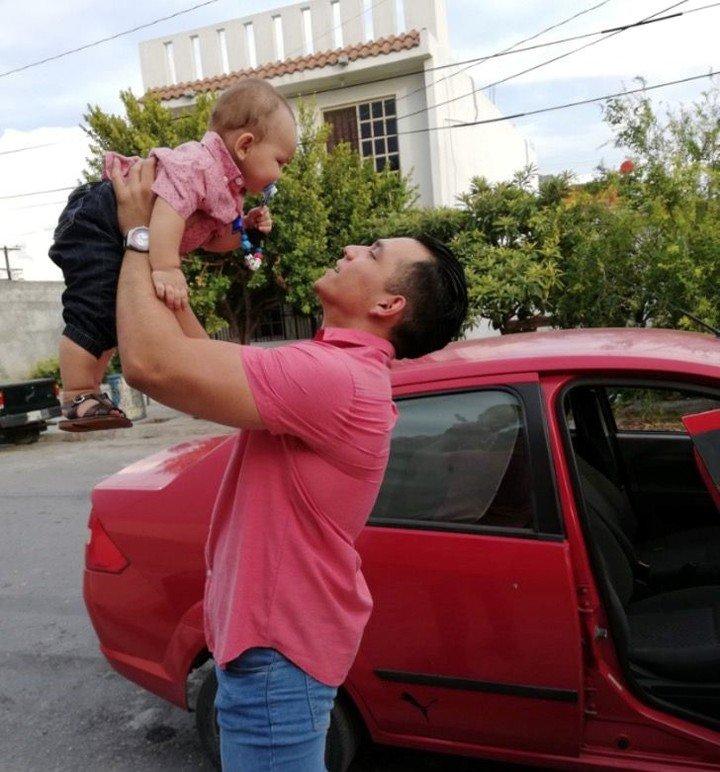 Padre cría solo a su hijo y se vuelve viral en redes