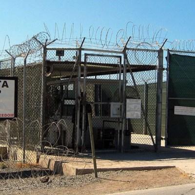 Prisioneros en Bahía de Guantánamo recibirán las vacunas contra COVID-19 (AP)