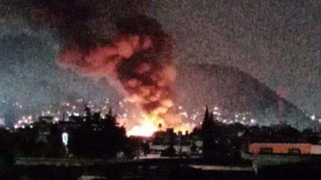 Incendio consume plástico reciclado en bodega de Ecatepec, Estado de México