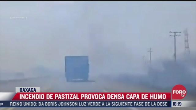 incendio de pastizales afecta visibilidad de conductores en oaxaca