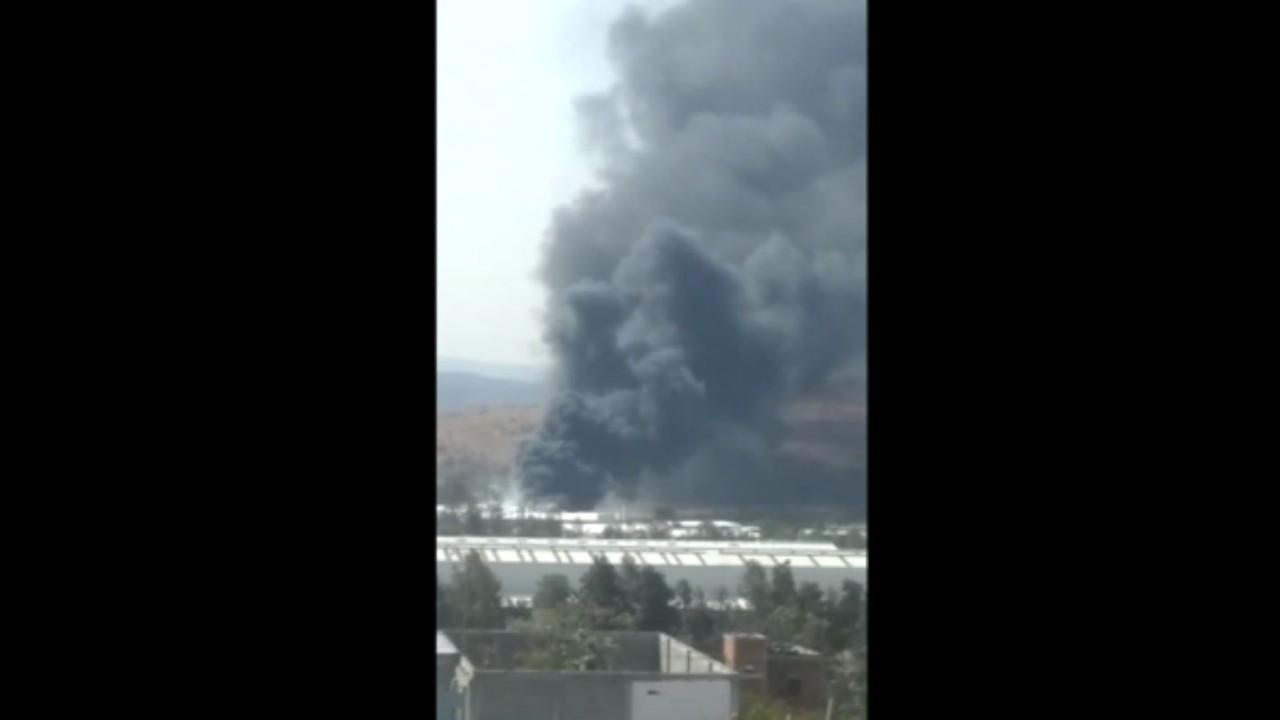 Incendio en fábrica de plásticos moviliza a cuerpos de emergencia en Morelia