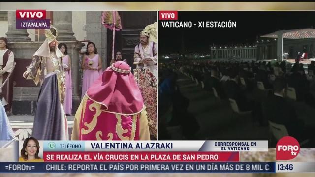 jesus es clavado en la cruz en el via crucis celebrado en la plaza de san pedro