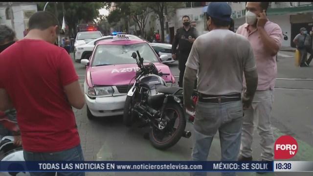 motociclista resulta lesionado tras chocar con taxi