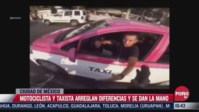 motociclista y taxista se dan la mano tras diferencia vial