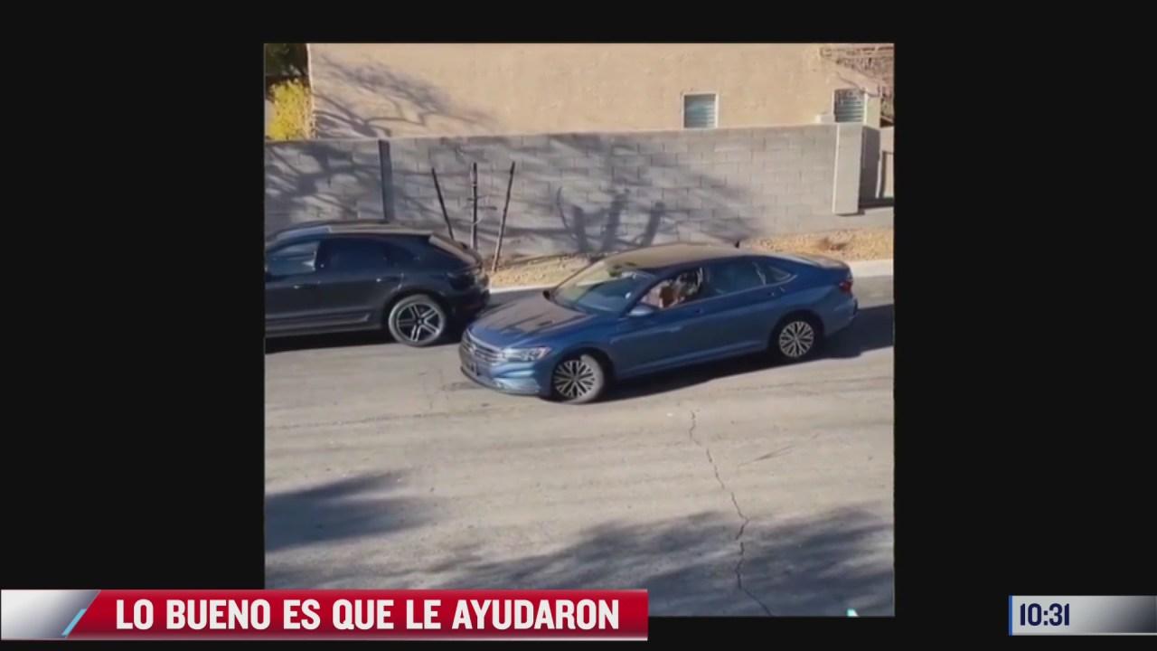mujer que intenta estacionarse tiene un final sorprendente
