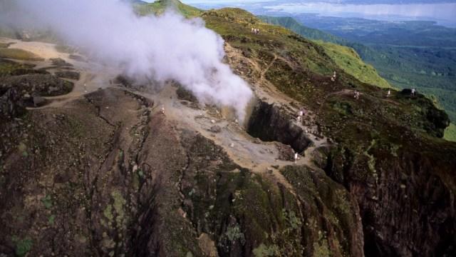 Ordenan evacuar parte de San Vicente ante posible erupción de volcán La Soufriere
