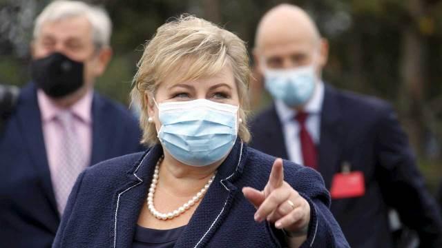 Primera ministra de Noruega fue multada COVID-19